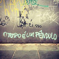 """olheosmuros: """" #Repost @carlapilon ・・・ Vila Madalena, São Paulo, SP. #vozesdacidade #olheosmuros #nocaosdesampa #obompaulistano #parederiscada #paredespichadas #poemaurbano #poesiasnarua #inspiracidade #misturaurbana #revistak7 #olhesp #murosporai..."""