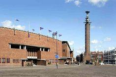 Olympisch Stadion (1927 Jan Wils - Amsterdamse School). Met de ruim 42 m hoge toren (net zo hoog als de marathon in km). De Olympische Spelen waren in 1928 in Amsterdam. Hiernaast stonden zo'n 15 jaar geleden de tenten van Cirque du Soleil opgebouwd. Dat was ook weer geweldig.