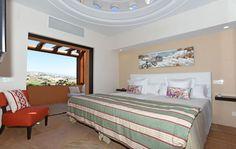Modern stílusú háló tengerparti nyaralóban Modern hálószoba fehér színben     Modern stílusú hálószoba     Nyaraló a Kanári Szigeteken     Hálószoba vendégházban Bed, Furniture, Home Decor, Decoration Home, Stream Bed, Room Decor, Home Furnishings, Beds, Home Interior Design
