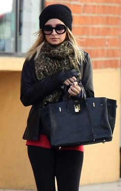 Nicole Richie masterfully pairs her leopard print scarf with a black Birkin handbag and oversized shades.#Hermès