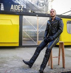 Men in Leather & Boots: Photo Leather Trousers, Leather Gloves, Leather Jacket, Hommes Sexy, Gay, Leather Fashion, Black Men, Men Dress, Black Leather