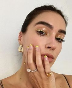10 Ultimate Summer Makeup Trends That Are Hotter Than The Summer Days Makeup Trends, Nail Trends, Makeup Inspo, Makeup Inspiration, Makeup Ideas, Nail Inspo, Skin Makeup, Beauty Makeup, Glam Makeup