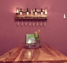 Weinflaschen Regal und Weinglas Halter aus Kiefer geflammt und geölt... Auf Wunsch gibts dieses Regal auch gern Naturbelassen oder Lasiert.. Es Passen bis zu 6 Flaschen und 8 Weinglässer rein. Es ist nicht aus einer Palette ! Sondern wurde nur im Palettendesign gebaut Daher betragen die Maße: Organ Donation, Wine Glass Holder, Pallet Designs, Wine Rack, Sconces, Wall Lights, Sweet Home, Home Decor, Bar