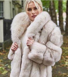 Fox Fur Coat, Fur Coats, Fur Coat Fashion, Fabulous Fox, Garment Bags, Great Women, White Fur, Fashion 2020, Women's Fashion
