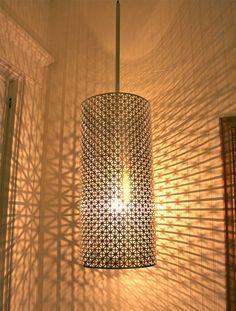 Metal sheeting lamp create shadow/light patterns on surrounding walls Interior Lighting, Lighting Design, Lighting Ideas, Luminaria Diy, Luminaire Original, Blitz Design, Diy Luminaire, Room Deco, Style Deco