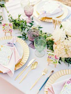 ROMANTICOS PLATOS DE CARTON DORADOS ...Romantic Watercolor Wedding Ideas | Wedding Sparrow | Emily Katharine Photography