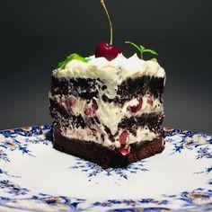 Tort rapid cu ciocolată, cireșe și cremă de vanilie – Chef Nicolaie Tomescu Tiramisu, Sweets, Ethnic Recipes, Desserts, Food, Tailgate Desserts, Deserts, Gummi Candy, Candy