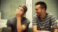 l-/ Tyler Joseph and Josh dun of twenty one pilots being so adorable. Cute face