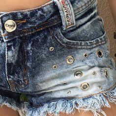 🔍💕💘 #ilhos #detalhes edilene2015491Lindo 😍😍 #shorts #shortsjeans #denim Hot Pants, Short Jeans Cos Alto, Short Jeans Feminina, Denim Ideas, Studded Jeans, Jean Shorts, Women's Shorts, F21, Balenciaga City Bag