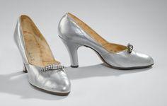 Avondschoenen | Evening shoes, ca. 1938, zilverkleurig leer | silver-coloured leather, Rijksmuseum Amsterdam #feest #holiday #modemuze #rijksmuseum