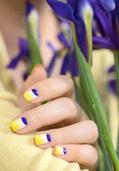 manucure lunule en trois jolies couleurs
