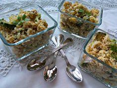 Uova strapazzate com zucchine, riso e tonno
