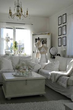 shabby chic lovely white couch and room the chandelier is perfect wohnen pinterest. Black Bedroom Furniture Sets. Home Design Ideas