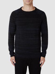 Indigo SELECTED Homme - Regular fit - 55 % Baumwolle, 45 % Acryl - Runder Kragen - Melange - Gerippte Kanten - Weiche Strick-Struktur. Das Model ist 189 cm und trägt Größe L.  Hier bekommst du einen bequemen und klassischen Strick mit hübscher, weicher Struktur. Styling-Tipp: Kombiniere dazu ein Hemd und einen Blazer. – Oder trage den vielseitigen Strick mit einer Jeans. 55% Baumwolle, 45% Acry...