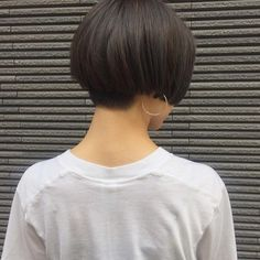 "27 Likes, 1 Comments - Biyousitsu Pluss Teru (@plussterubiyousitsu) on Instagram: ""刈りBOB。 いつもよりちょっと攻めた デザインも好きです。❤️ hair kasumi  #plussterubiyousitsu #プラステル美容室 #pluss14周年  #春吉 #美容室…"""