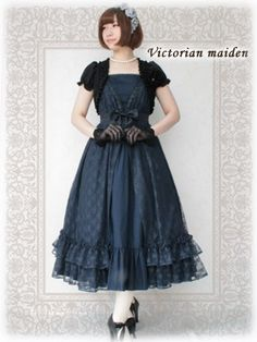 Victorian maiden 	 Lacey elegant dress