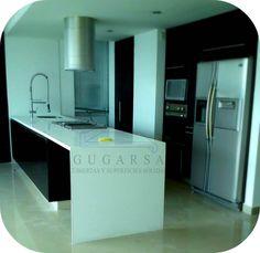 Cubierta de Isla con superficie sólida en color Blanco. www.gugarsa.com.mx / cubiertasgugarsa@hotmail.com