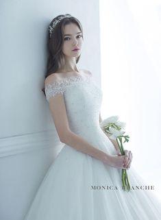 Wedding Girl, Dream Wedding, Wedding Ideas, Luxury Wedding Dress, Wedding Dresses, Fashion Design Sketches, Pretty Outfits, Pretty Clothes, Ulzzang Girl