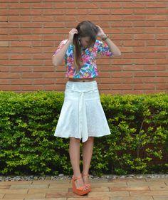 {Saia Timeless} saia média branca com detalhe de cinto