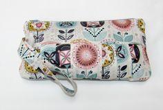 Wristlet Clutch Bag Wristlet Bag Wristlet Wallet by MintChocolat Cosmetic Pouch, Wristlet Wallet, Clutch Purse, Zipper Pouch, Fabric Design, Delicate, Etsy Shop, Cosmetics, Purses