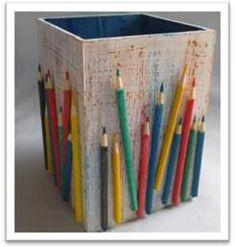 Porta lápis de cor em MDF - http://www.comofazer.org/faca-voce-mesmo/porta-lapis-de-cor-em-mdf/