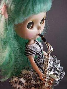blythe playin' the sax!