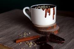 Chocolate Quente Cremoso? Sim, e este é mesmo de comer à colher!! Só tem benefícios: é vegan, rápido, simples e, acima de tudo, super reconfortante!