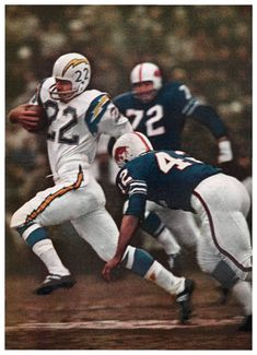 AFL: Old School - Keith Lincoln, Running back, San Diego Chargers, dashes through the secondary of the Buffalo Bills. Buffalo Bills Football, Football Team, School Football, American Football League, National Football League, San Diego Basketball, Americana Retro, Nfl Uniforms, Football Photos