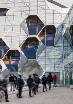 + Arquitetura :   Projeto da Arup Associates, para a Universidade de Coventry.