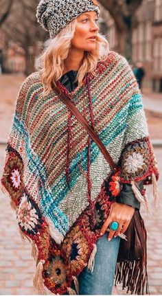 Hippie chic clothing - Stunning Indian inspired boho chic style Lovely looking poncho! Hippie Chic Outfits, Boho Outfits, Boho Summer Outfits, Bohemian Style Dresses, Hippie Dresses, Casual Summer, Fashion Outfits, Estilo Boho Chic, Mode Boho