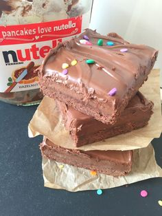 The ultimate Nutella treat! Chocolate shortbread, thick nutella flavoured caramel, all topped with more Nutella! Easy and ridiculously delicious.