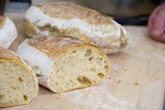 Per la ricetta del pane fatto in casa abbiamo invitato il maestro: Davide Longoni che ha usato farine di gran qualità e lievito madre. Una bella esperienza!
