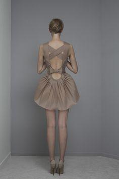 yiqing yin springsummer rtw 2014 Monique Lhuillier, Unique Fashion, Fashion Details, Fashion Design, Chiffon Dress, Dress Skirt, Yiqing Yin, Dolly Fashion, Nude Dress