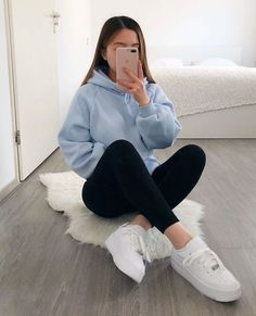 Outfits For Teens For School, Casual School Outfits, Teenage Outfits, Teen Fashion Outfits, Look Fashion, Girl Fashion, Fashion Spring, School Appropriate Outfits, Casual Sporty Outfits