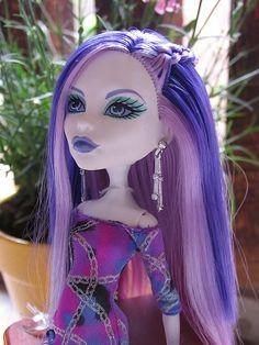 Spectra Vondergeist - Monster High. Her purple hair is so pretty.