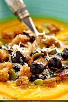 Crema di zucca, carote, curcuma e funghi pioppini Turmeric Soup, Pumpkin Recipes, Risotto, Breakfast, Ethnic Recipes, Food, Vegetarian, Cream, Breakfast Cafe