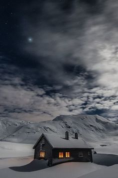 Architektur: Black House Schwarzes Haus / Schwarzes Haus + Winter Are You Safe Without A Ladder Lock Winter Szenen, Winter Cabin, Winter Love, Winter Night, Snow Cabin, Cozy Cabin, Winter Christmas, Beautiful Places, Beautiful Pictures