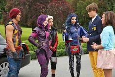 Mal, Evie, Carlos, Jay, Ben e Audrey -> Tudo sobre Descendentes, conheça os filhos dos vilões da Disney.