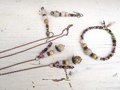Harmonie secrète : une parure collier, bracelet et boucles d'oreilles