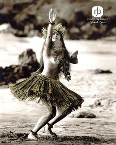 Pāʻū Kāhulihuli (Swaying Skirt) - Randy Jay Braun