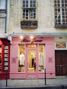Little clothing store on the side streets in Paris ~ pink & brite!