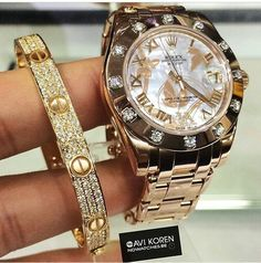 Shared by Harriët Taylor. Find images and videos about rolex, luxury and watch on We Heart It - the app to get lost in what you love. Luxury Watches, Rolex Watches, Watches For Men, Diamond Watches, Outlet Michael Kors, Jewelry Accessories, Fashion Accessories, Rolex Women, Beautiful Watches