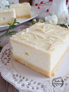 Wanilia i Kardamon: Sernik wiedeński z manną i białą czekoladą. Polish Desserts, Polish Recipes, Food Fantasy, Different Cakes, How Sweet Eats, Cakes And More, Cheesecake Recipes, Cake Cookies, My Favorite Food