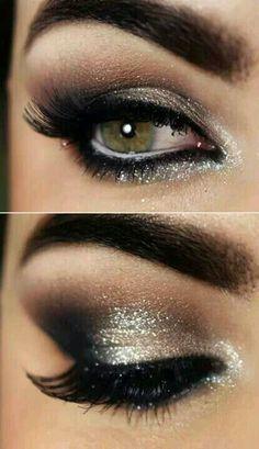 Smokey eye makeup. 1920's party.