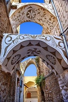 Xysta on the houses of Pygri, geometic patterned decorations in black and white that adorn the houses of the Mastic Villages of southern Chios dating back to the period Genoses rule. Mastichochoria area of Chios Island, Greece. Mykonos, Santorini, Wonderful Places, Beautiful Places, Beautiful People, Places Around The World, Around The Worlds, Chios Greece, Places In Greece