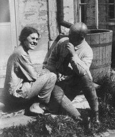 Lilya Brik and Viktor Shklovsky 1925 - Viktor Shklovsky - Monoskop Aragon, Russian Literature, Soviet Union, Old Pictures, A Good Man, Poems, Couple Photos, People, Photography