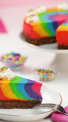 Rainbow Zebra Cheesecake You have never seen such a rainbow cheesecake! Rainbow Zebra Cheesecake 565 Source by Rainbow Cheesecake, Cheesecake Desserts, Birthday Cheesecake, Cookie Cake Birthday, Cheesecake Brownies, Rainbow Zebra, Rainbow Food, Cake Rainbow, Rainbow Drinks