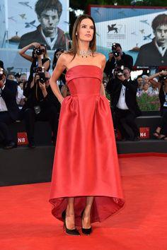 Alessandra Ambrosio, con vestido de Alberta Ferretti y joyas de Chopard