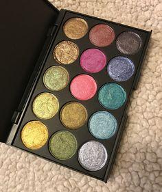 Duochrome Eyeshadow, Eyeshadow Palette, Beauty Makeup, Eye Makeup, Makeup Pallets, Setting Spray, Sprays, Makeup Inspiration, Lip Gloss