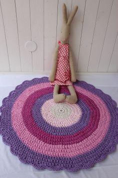 Woven mat for a little girl's room / Kudottu matto pikkutytön huoneeseen Little Girl Rooms, Little Girls, T Shirt Yarn, Room Rugs, Projects To Try, Kids Rugs, Pillows, Crochet Rugs, Coffee Tables